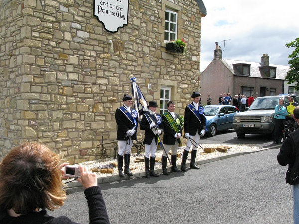 The Kelso Laddie welcomed to Kirk Yetholm by the Bari Gadgi.
